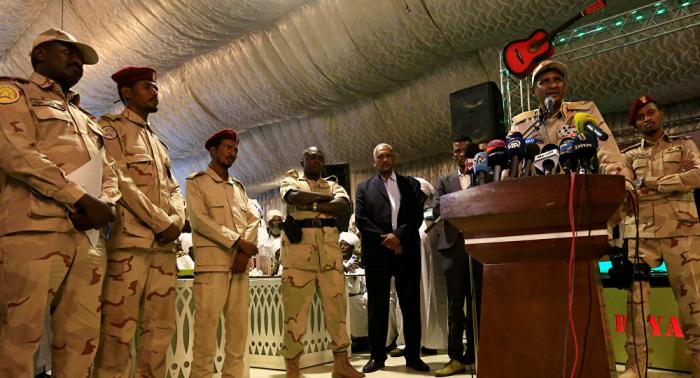 """السودان: الجيش يكشف ملابسات """"المحاولة الانقلابية"""" ومن يقف وراءها"""
