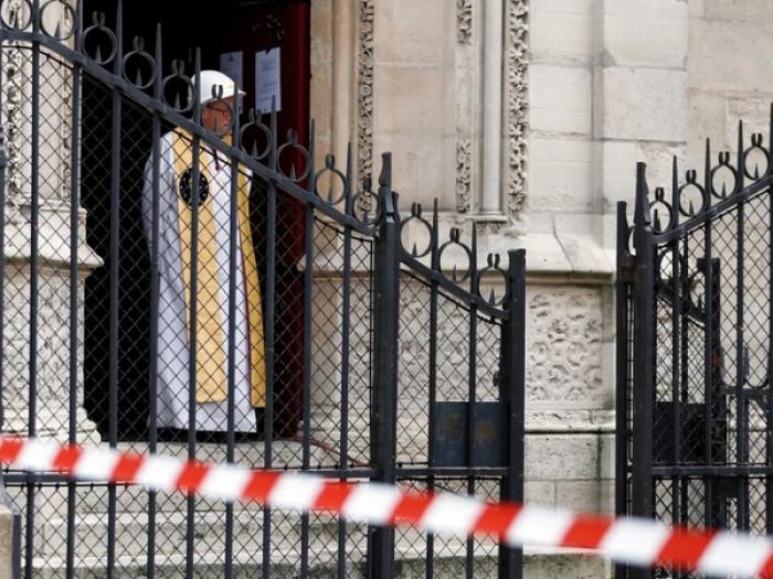 Début de la première messe à Notre-Dame depuis l