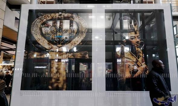 """الفرعون الشاب """"توت غنخ آمون"""" في محطة قطارات باريسية"""