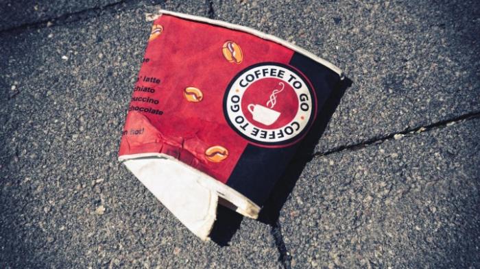 Pfand gegen Becher-Müll?