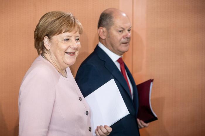 Umfrage-Mehrheit: Große Koalition soll weiterregieren