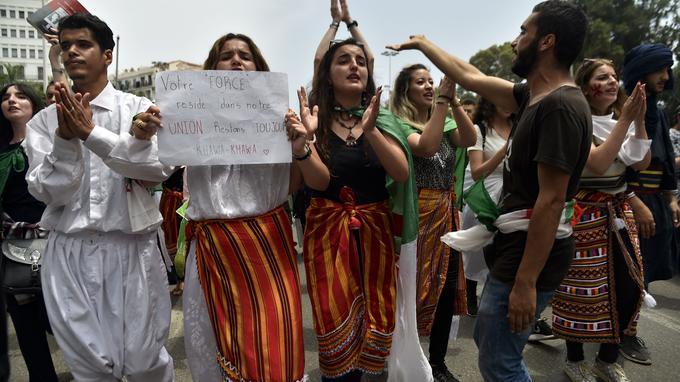 Algérie: les étudiants manifestent, dénoncent l