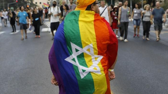 Des milliers de personnes participent à la Gay Pride de Jérusalem