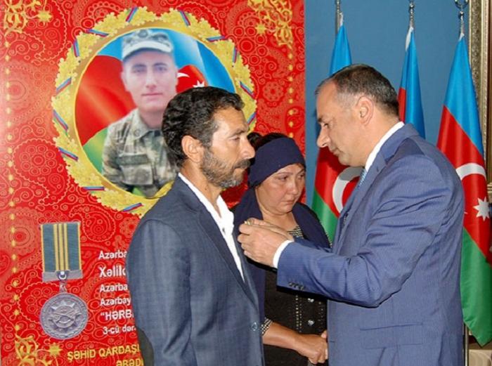Şəhidin medalı ailəsinə təqdim edilib - FOTOLAR