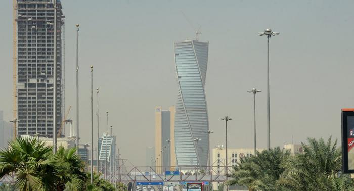 السعودية تنذر الأجانب بعقوبات تصل إلى الإبعاد