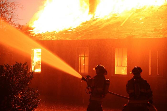 Yasamalda 4 otaqlı ev yanıb