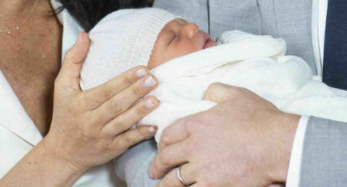 ميغان ماركل تعمد ابنها على الطريقة الملكية