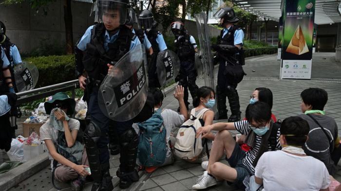 """Londres appelle Hong Kong à """"écouter les inquiétudes"""" de ses citoyens"""