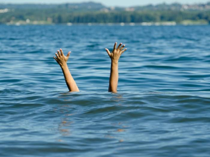 15 yaşlı oğlan dənizdə boğularaq öldü