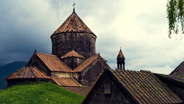 VIDEO:   Un incendio azota un monasterio armenio medieval