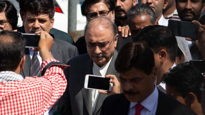 Pakistán arresta al expresidente Zardari y su hermana por lavado de dinero