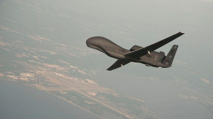 """Irán dice que el derribo del dron estadounidense fue una """"respuesta firme"""" y puede repetirse"""