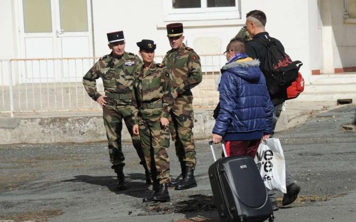 La France expérimente un service national pour les ados