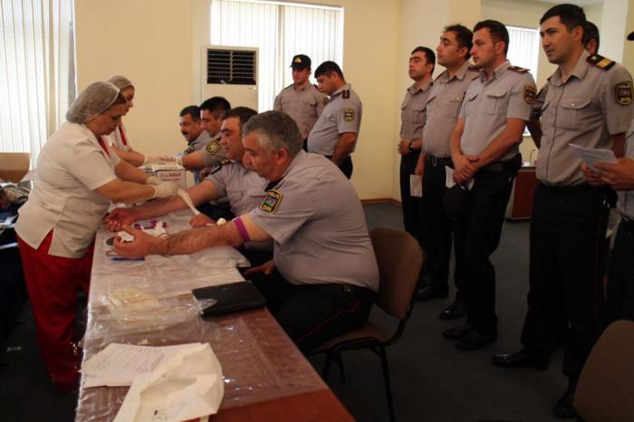 Gəncədə polislər qanvermə aksiyasında - FOTOLAR