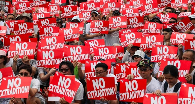 Hundreds of thousands rally in Hong Kong against China extradition law