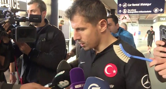 Fake reporter with brush apologizes to Turkey, says it was a joke -   VIDEO