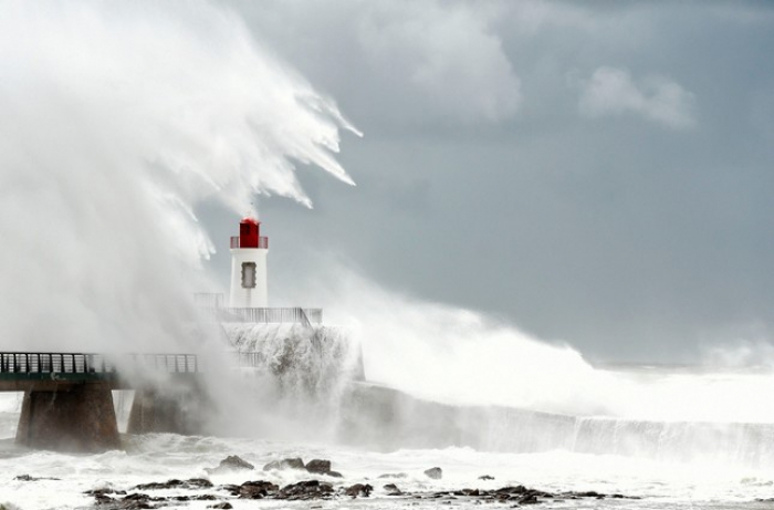 Storm Miguel leaves 28,000 French homes without power