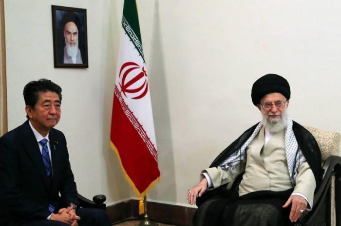 Le guide suprême iranien à Abe: «Trump ne mérite pas» qu