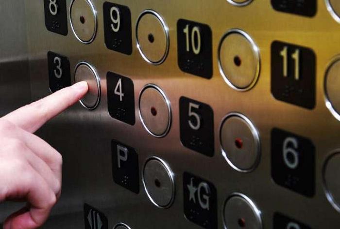 Liftdə qalan 6 nəfər xilas edilib