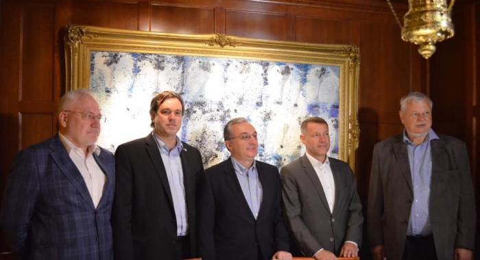 Leministre arméniendes Affaires étrangères rencontreles coprésidentsà Washington