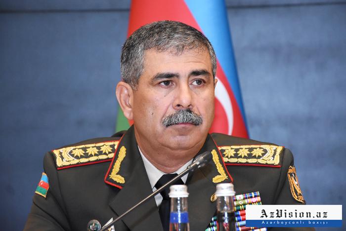 """وزير الدفاع:  """"حوالي 90 في المئة من الأسلحة والمعدات جديدة"""""""