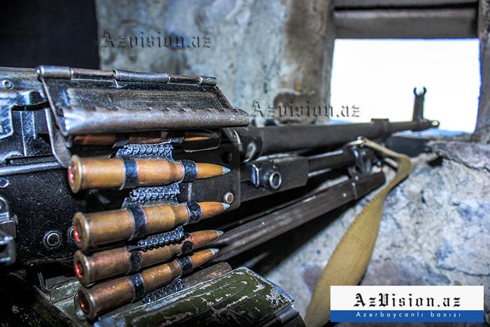 Les forces armées arméniennes tirent à des mitrailleuses de gros calibre