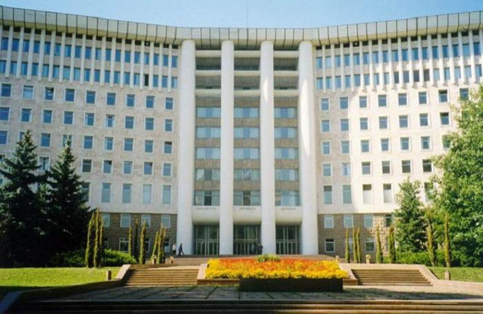 Moldova parlamenti istefaya göndərildi