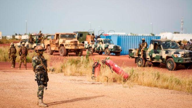 Mali: 3 civils tués par un tir français contre leur véhicule jugé suspect