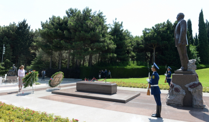Bulgarian Deputy PM pays respect to national leader Heydar Aliyev and Azerbaijani martyrs