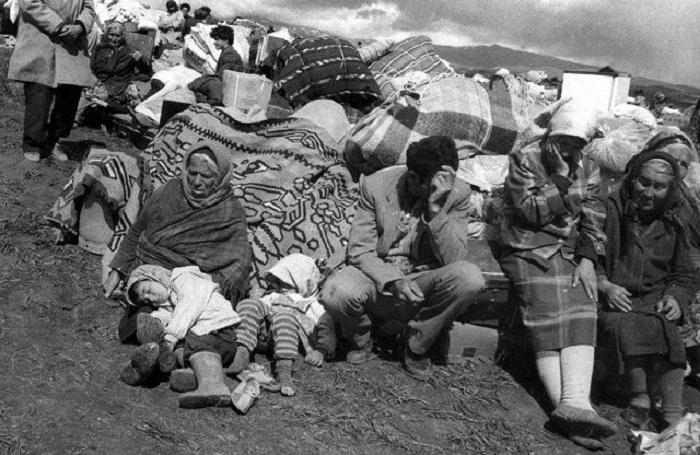 Arménie:  En 1988,49928 familles azerbaïdjanaises ont été expulséesde leurs foyers natals