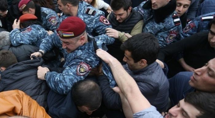 Ermənistanda Paşinyana qarşı etiraz aksiyaları keçirilib