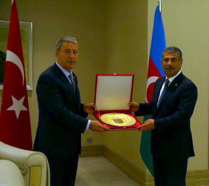 Azərbaycan və Türkiyənin Müdafiə nazirləri görüşdü
