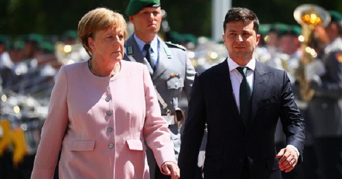 Merkel Zelenski ilə görüşdə özünü pis hiss edib - VİDEO