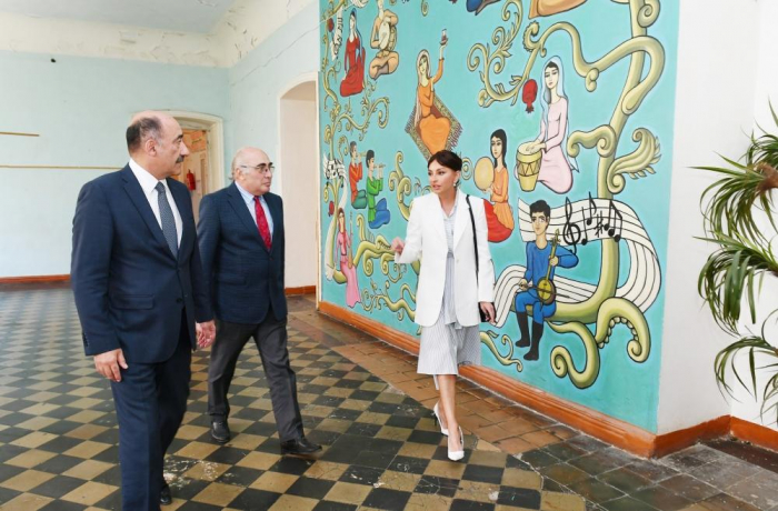 Azerbaijani First Vice-President Mehriban Aliyeva views conditions in Children