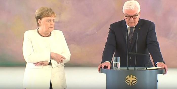 Merkelin halı pisləşdi, əsməyə başladı - VİDEO