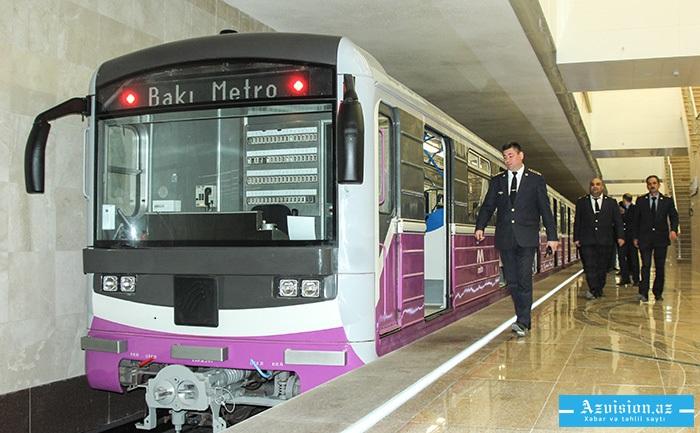 Bakı metrosunda problem: Qatar qapısı açıq hərəkət etdi
