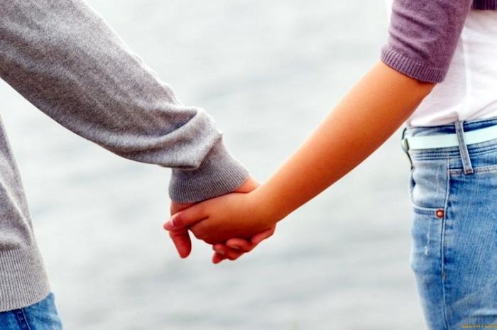 Əmisi oğlu ilə nişanlandı, dayısı oğluna qoşulub qaçdı