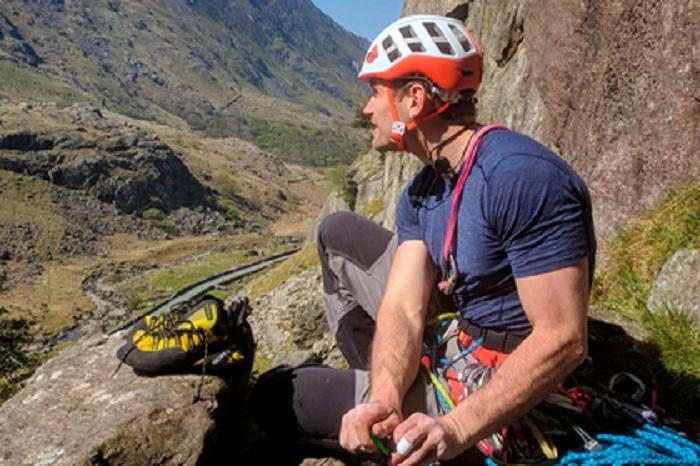 Gözdən əlil alpinist 137 metrlik qayaya dırmanıb