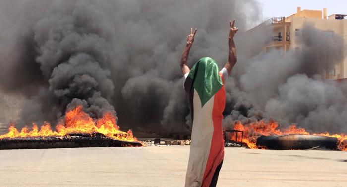 العسكري السوداني يرفض التحقيق الدولي في أحداث فض الاعتصام أو عودة الإنترنت