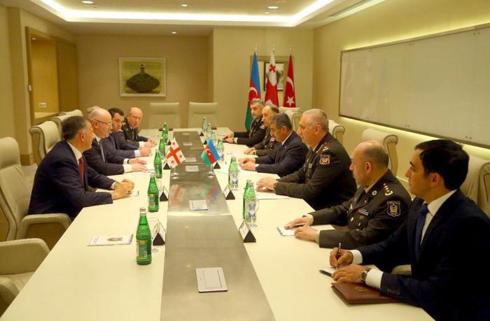 وزير الدفاع يلتقي بنظيره التركي -  صور