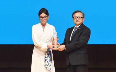 تقديم جائزة الأمم المتحدة الخاصة إلى مهريبان علييفا