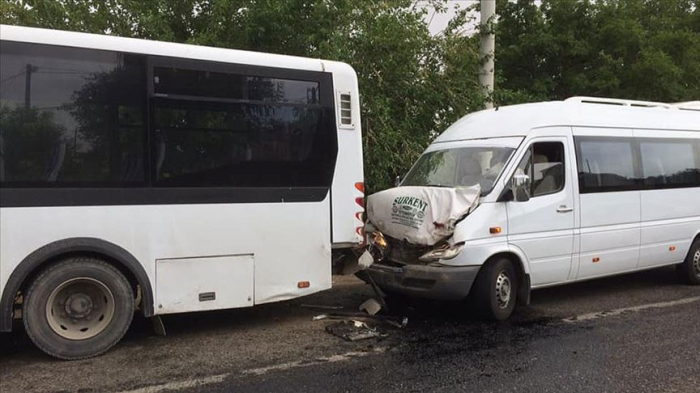 Türkiyədə avtoqəza: 1 ailənin 11 üzvü yaralandı