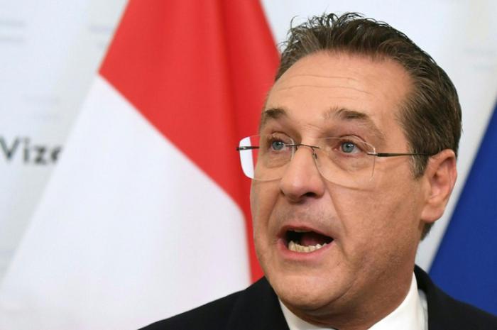 Autriche: le vice-chancelier FPÖ déchu renonce à son mandat européen