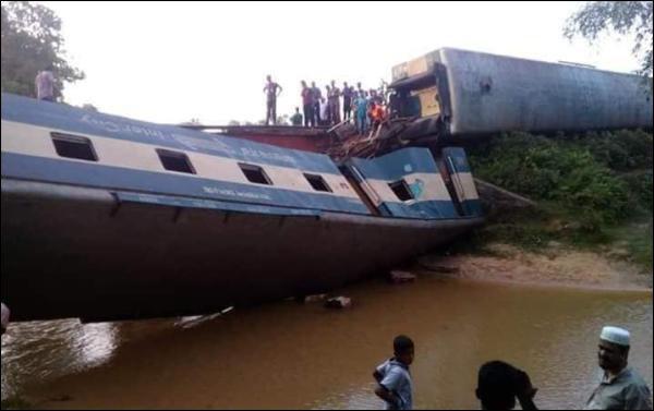 Bangladesh : quatre morts et 100 blessés  dans un déraillement de train
