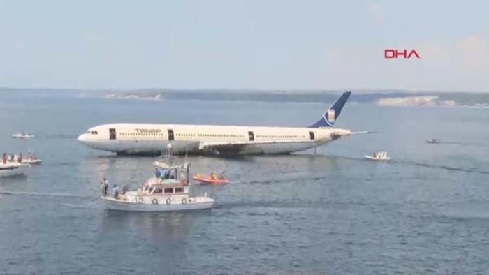 Turkey sinks passenger plane to develop diving tourism