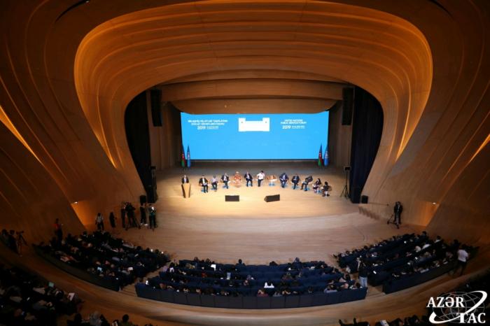 En el Foro de Bakú de la ONU se celebra una mesa redonda de ministros