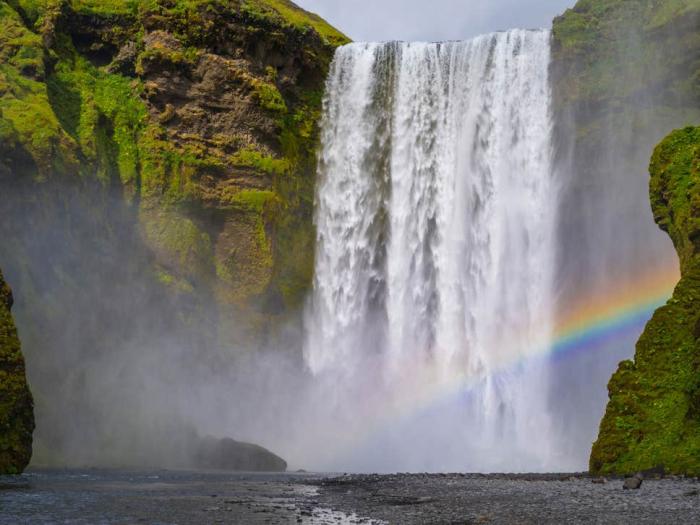 Woman dies while taking selfie at waterfall