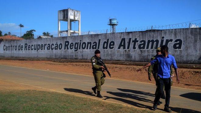 Brésil : 4 détenus morts lors de transport après le massacre d