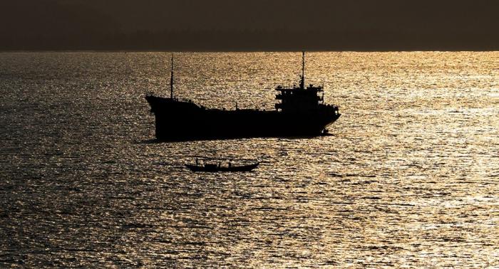 Çin sahillərində gəmi batıb, 32 nəfər itkin düşüb