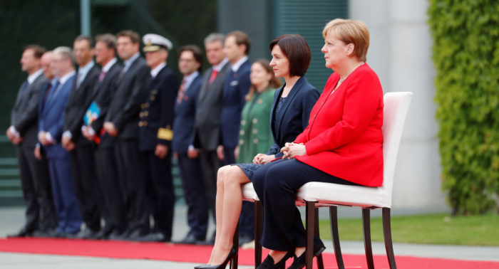 Merkel sitting again for 2nd time since latest shaking episode